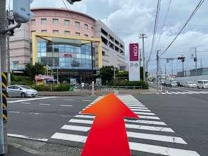 金・ダイヤ・ブランド品・時計を売るなら - 神奈川中央交通「市民文化会館前」バス停からの道順3